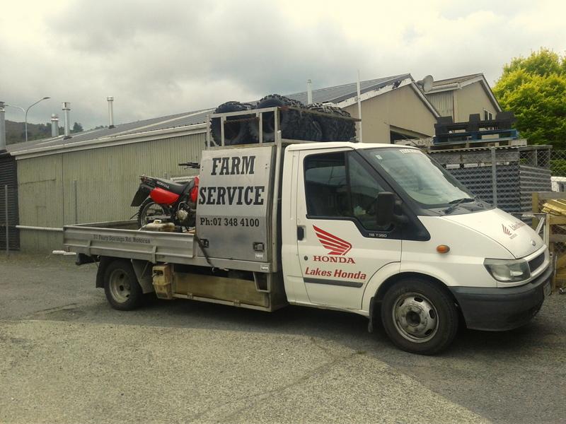 Mobile farm service truck